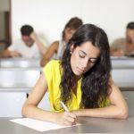 estudiante passando un examen